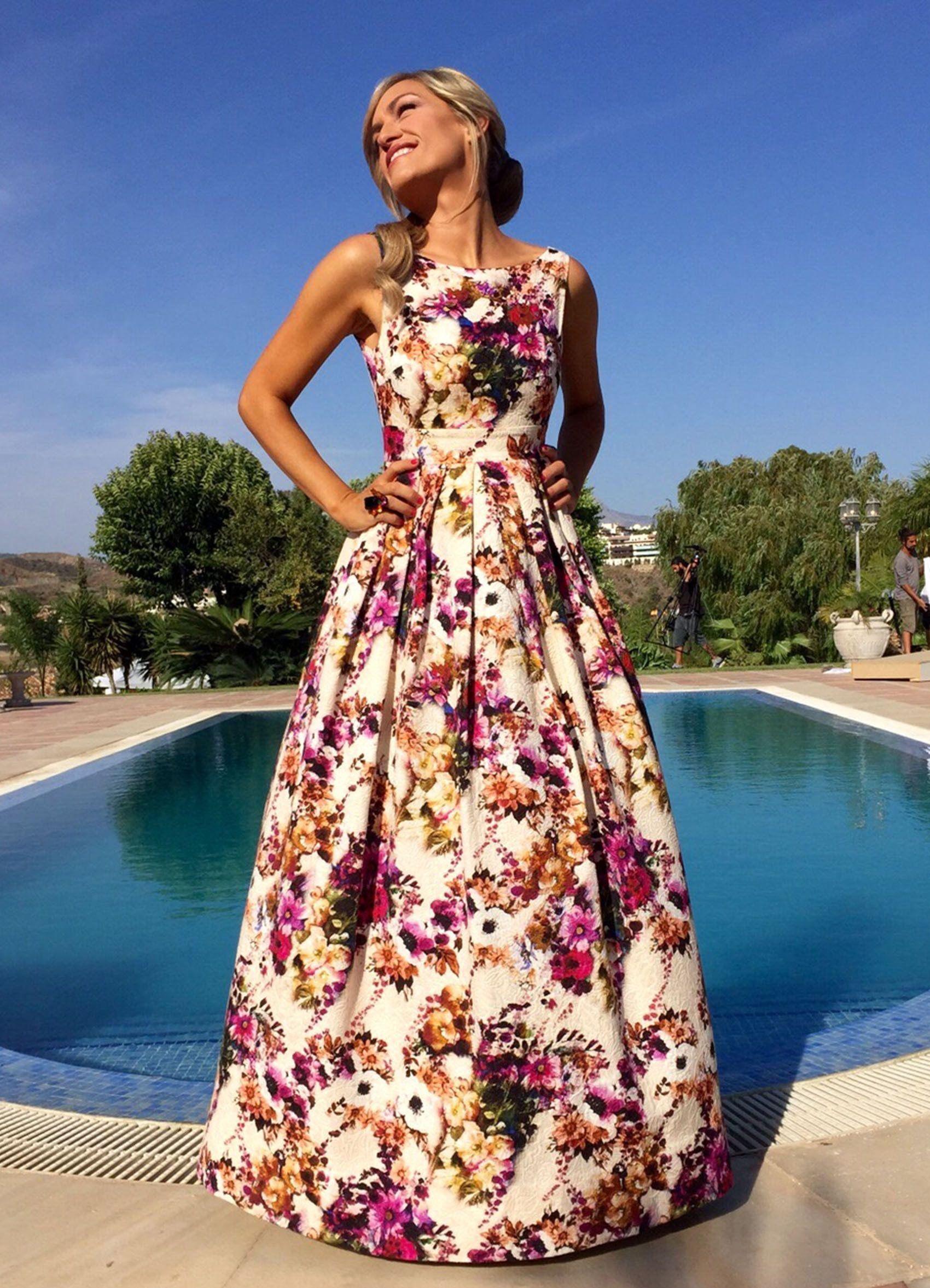 2ec1e10bd4b Imagenes Vestidos, Vestido Estampado Flores, Vestidos Floreados, Peinados,  Vestidos De Fiesta,