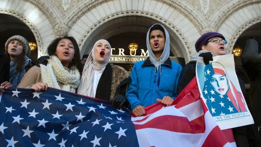 Trump-regering vecht 'belachelijke opschorting' inreisverbod aan | NOS