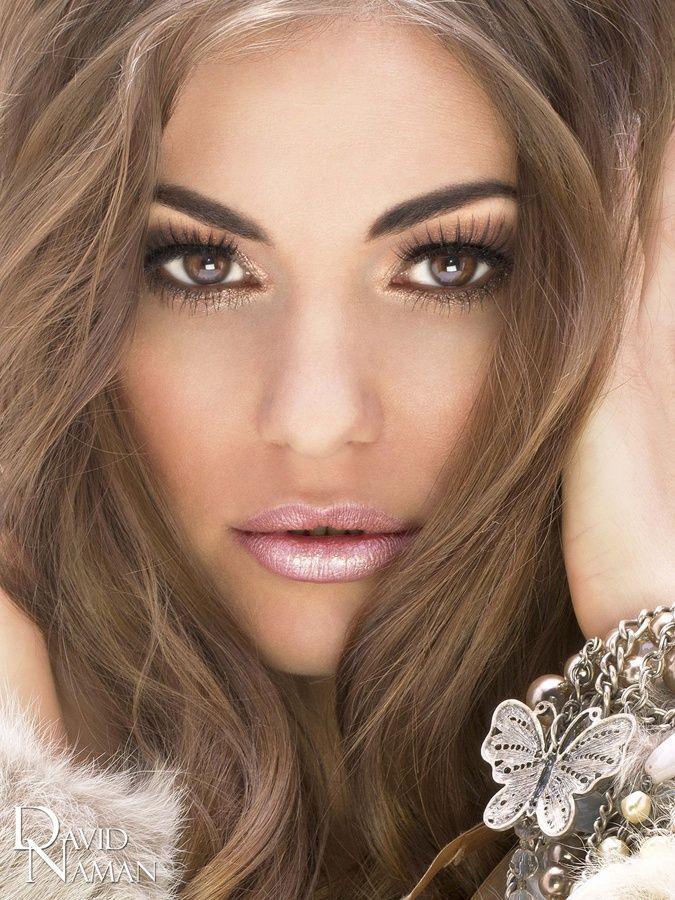 Light Eyes... Pink Lips... Light Brown Hair... So pretty