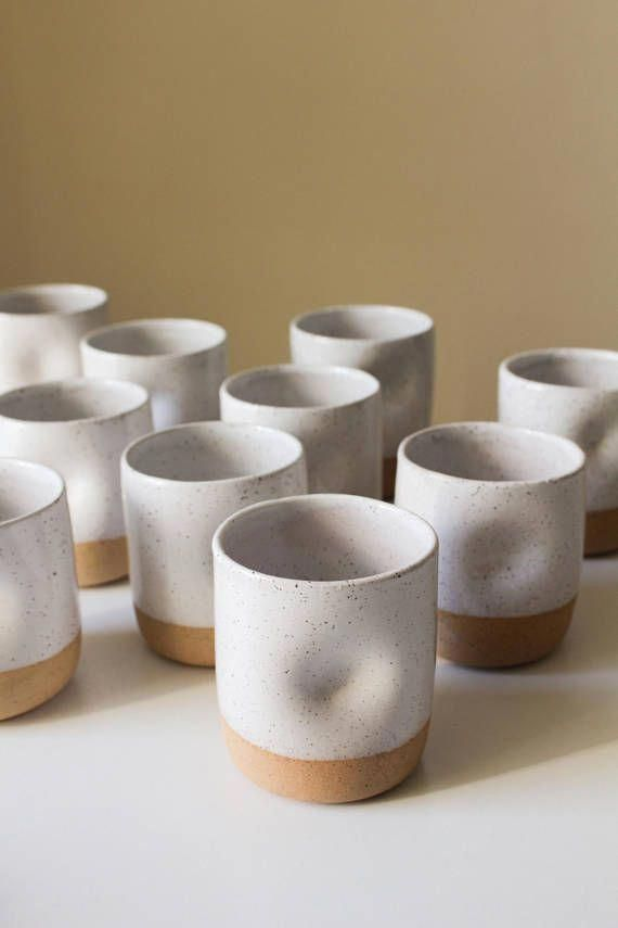 Tasse en céramique mouchetée avec support pour le pouce argile / poterie #potteryforbusiness