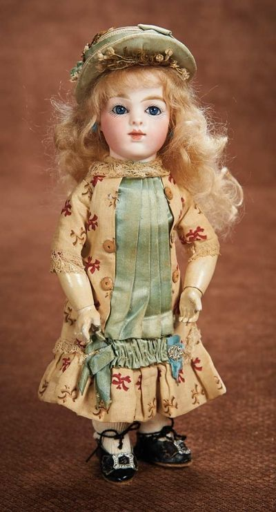 At Play in a Field of Dolls (Part 1 of 2-Vol set): 40 Captivating French Bisque Bebe Bru in Petite Size 1