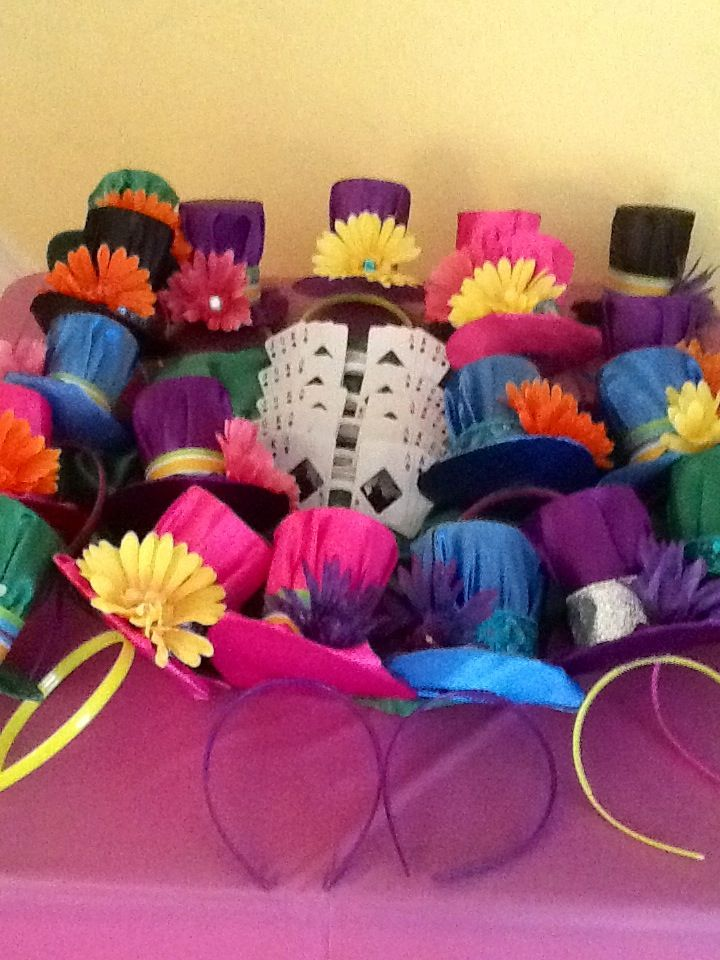 Alice in wonderland party favors mini mad hatter hats and for How to decorate a hat for a tea party