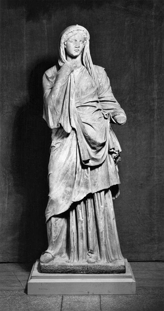Ancient Roman woman circa 1st century BCE wearing a tunic ...