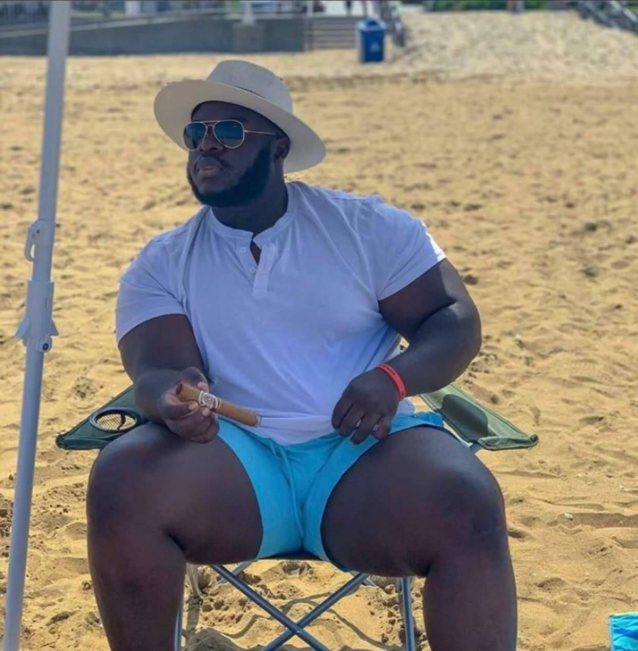 Thick male thighs