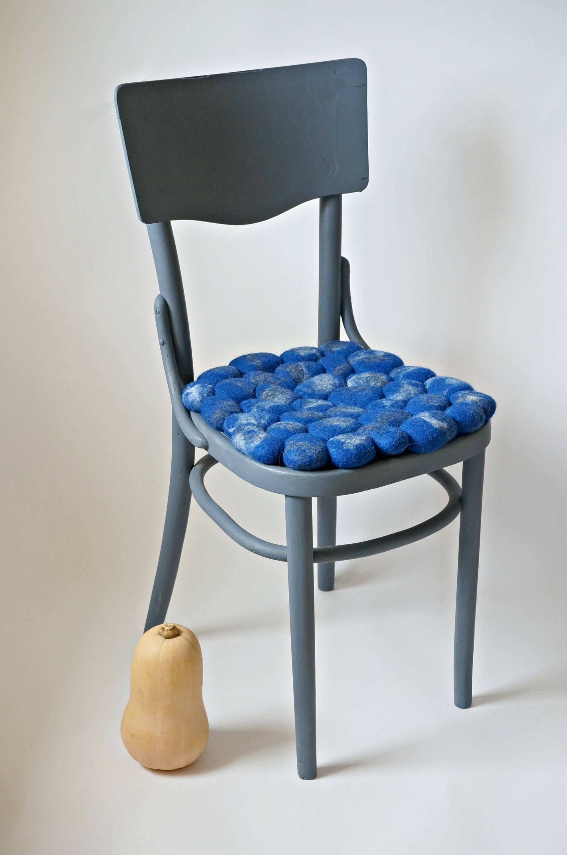 Comfortable and modern look to chair or stool seat cushion