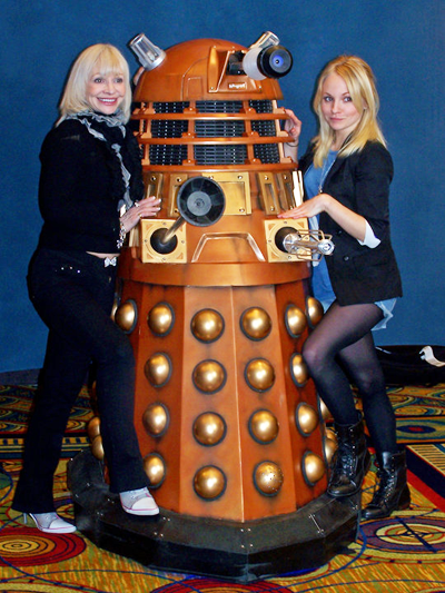 Katy Manning and Georgia Moffett with a Dalek | Doctor who, Doctor ...