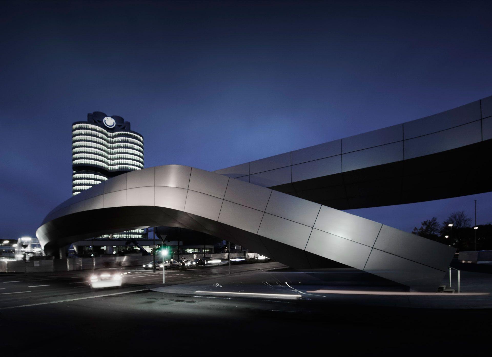 BMW Welt Fasades Service Building Munich_04 © Oskar Da Riz