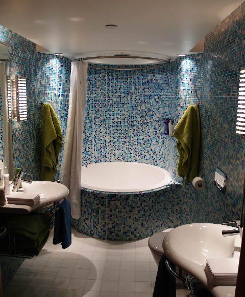Oberon Round Bath Inset In Tiles