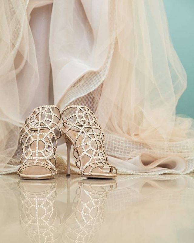 These ultra glam #heels on @polkadotbride make their way onto the #bestofaislesociety list! | Image: @gmphotographics | Shoes: @cosmopolitan_shoes