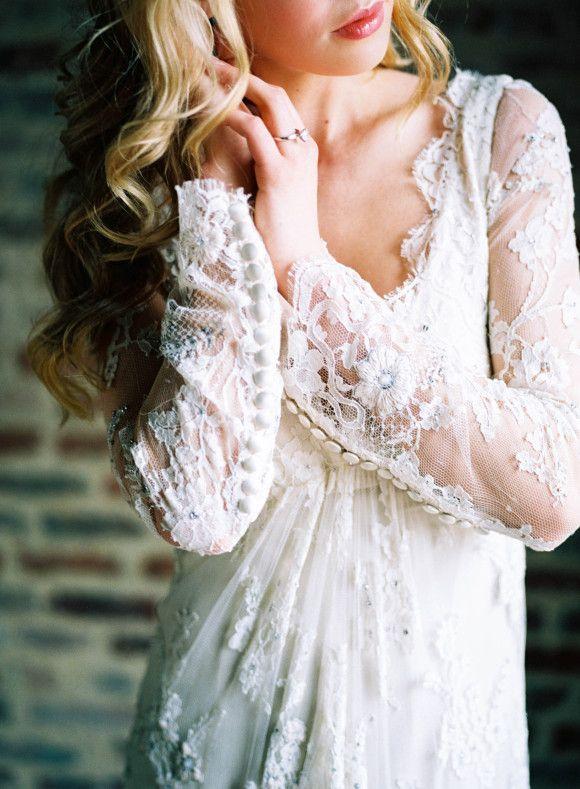 Wedding Dress Shopping Tips | Wedding Sparrow | Nicole Berrett Photography