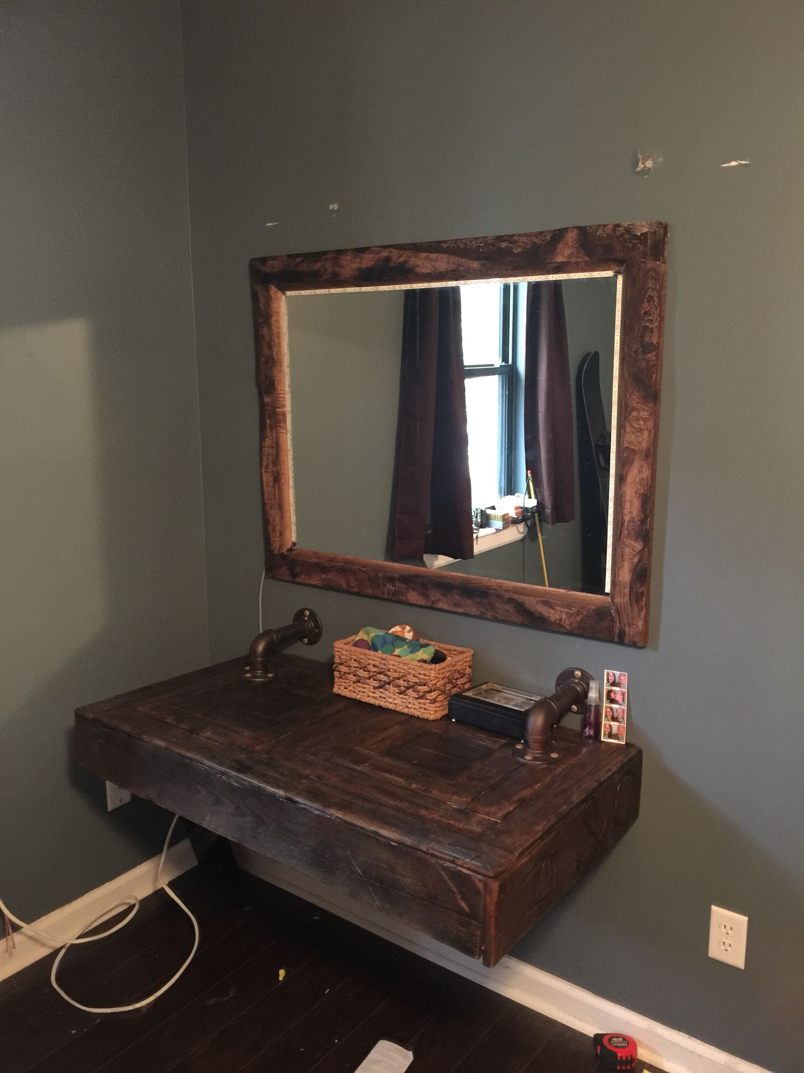 Makeup vanity from pallet wood Vanity diy bedroom