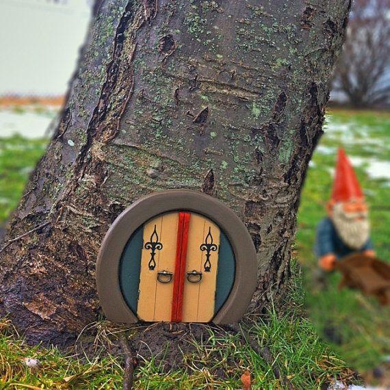 Gnome Door! Haha! Love it!