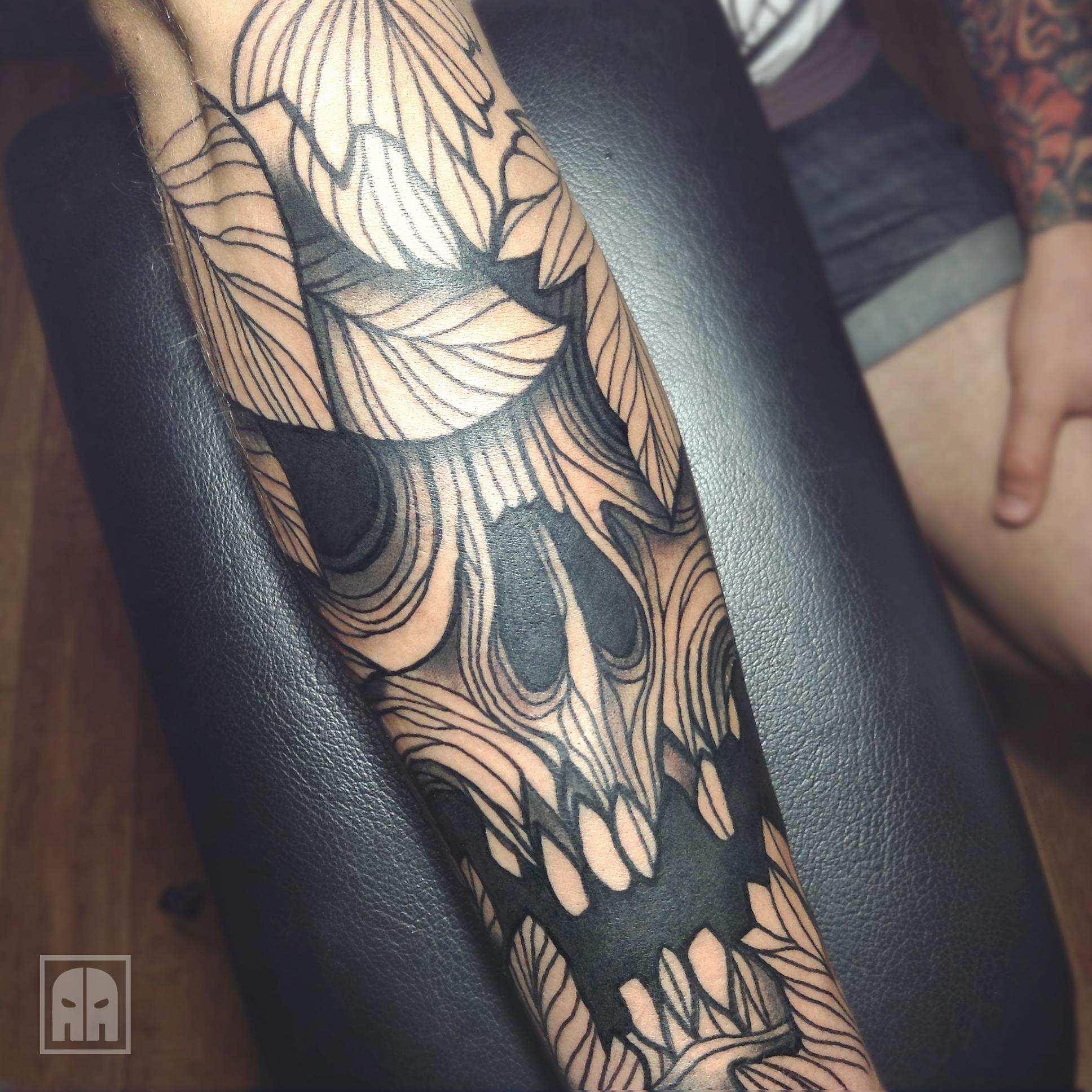 #skull #stroke #sevastopol #sevastopoltattoo #style #bone #tattoo #tattooinukraine #traditionaltattoo #ebonytattoo #neotradtattoo  #inkartist