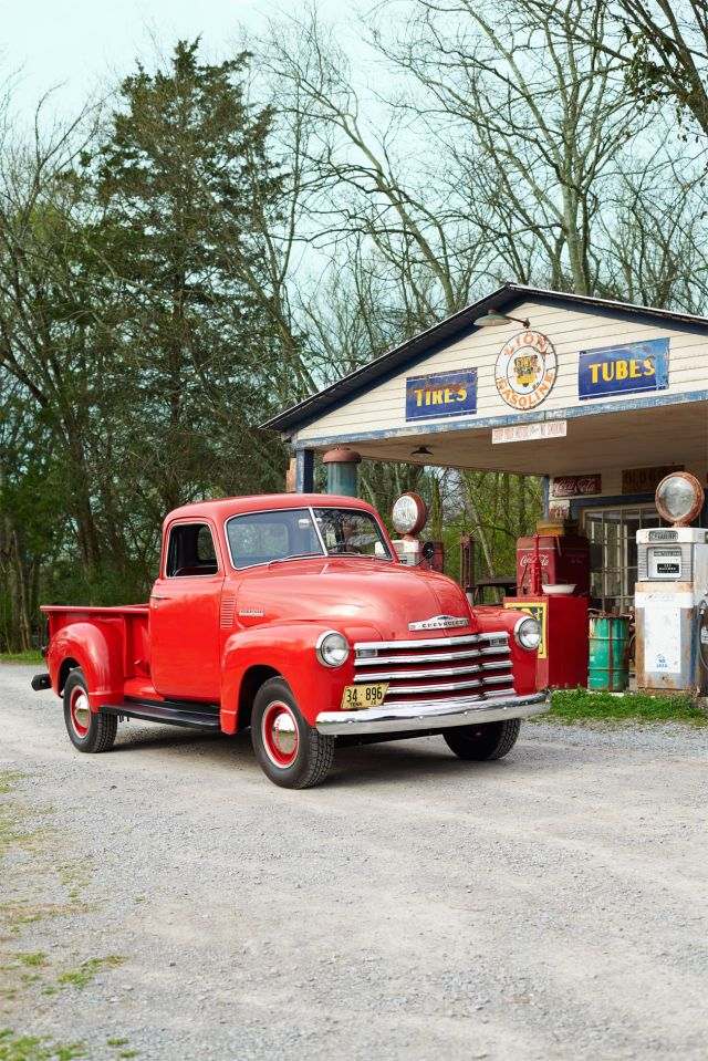 7 of America\'s Most Iconic Vintage Pickup Trucks | Golden age, 1960s ...