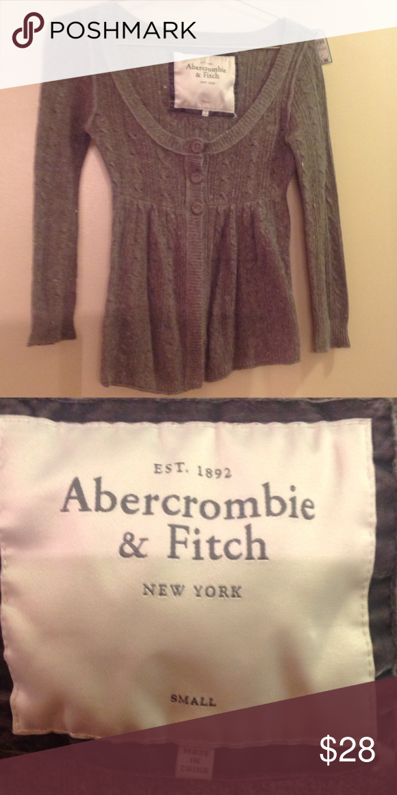 ABERCROMBIE & FITCH sweater Like New, long sleeve, grey sweater. Very Cute! Abercrombie & Fitch Sweaters