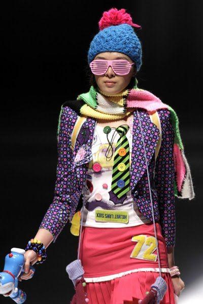 Google Image Result for http://4.bp.blogspot.com/_rxCWsK1YEQE/TEKXoCd3KkI/AAAAAAAAMxQ/IemgYEKF4es/s800/6_weird_fashion_of_chinese_6.jpg