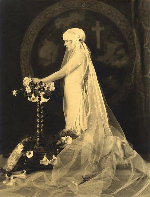 Vintage Bride http://www.pinterest.com/clemmielove/vintage-brides/