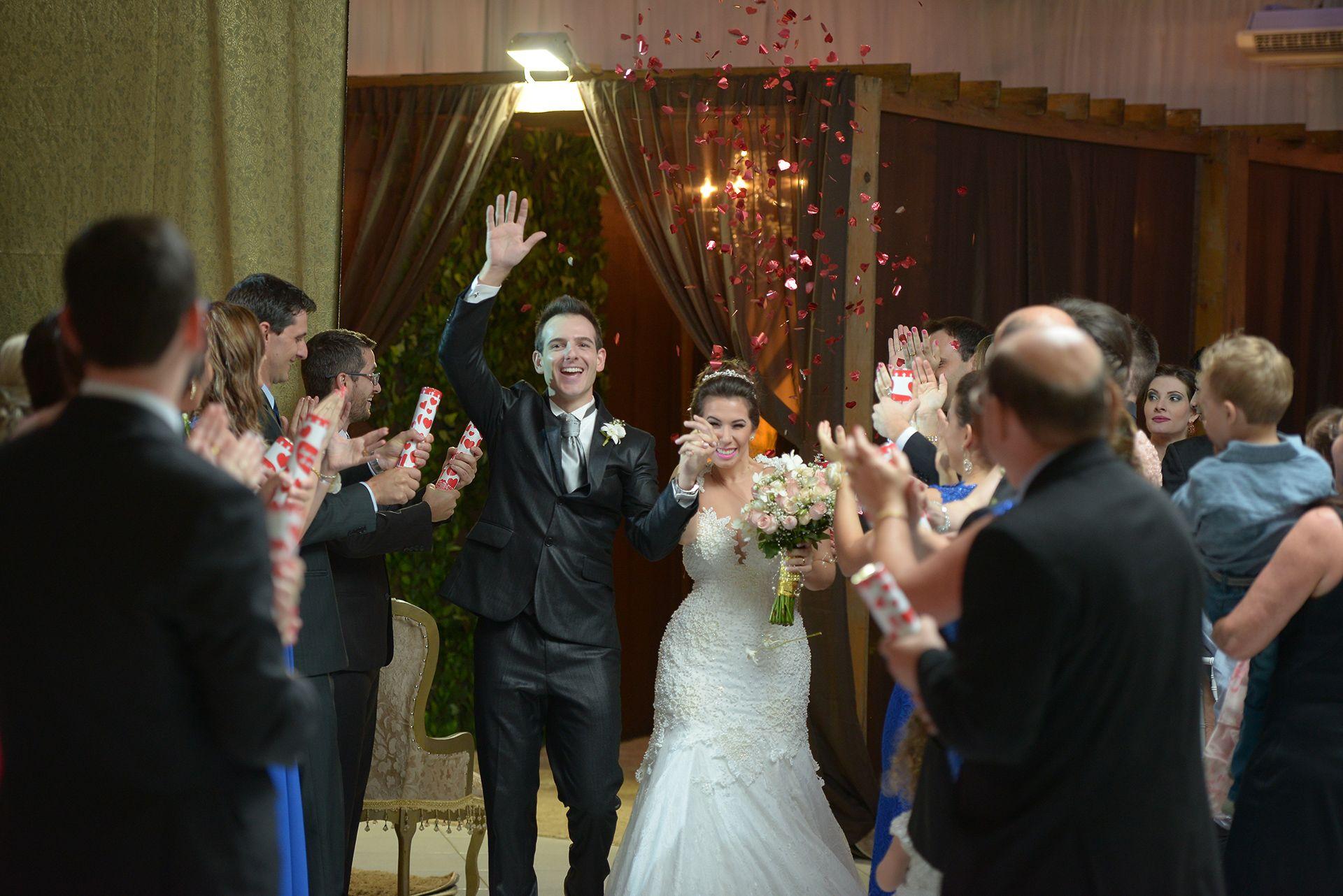 Entrada dos noivos Thati e Ricardo! Por Luis Baroni