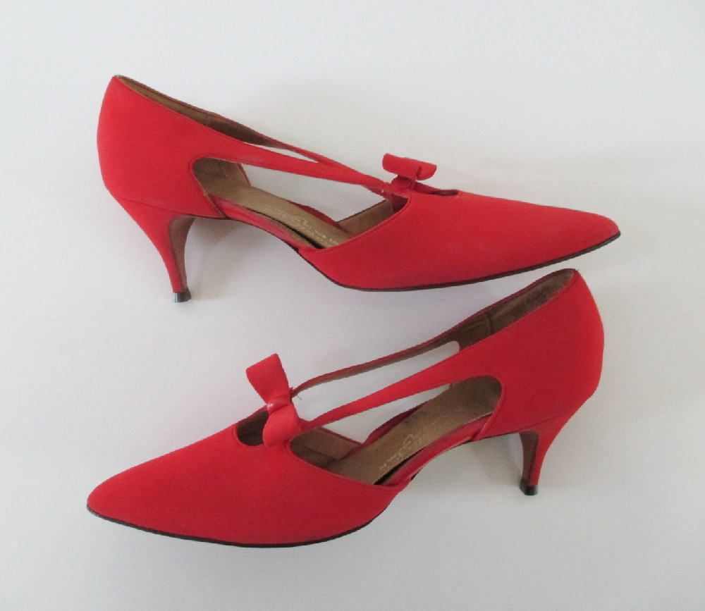 Vintage 50 S 60 S Holiday Red Shoes Kitten Heel Bow Accent Pumps Heels 10 N Kitten Heel Shoes Pumps Heels Red Shoes