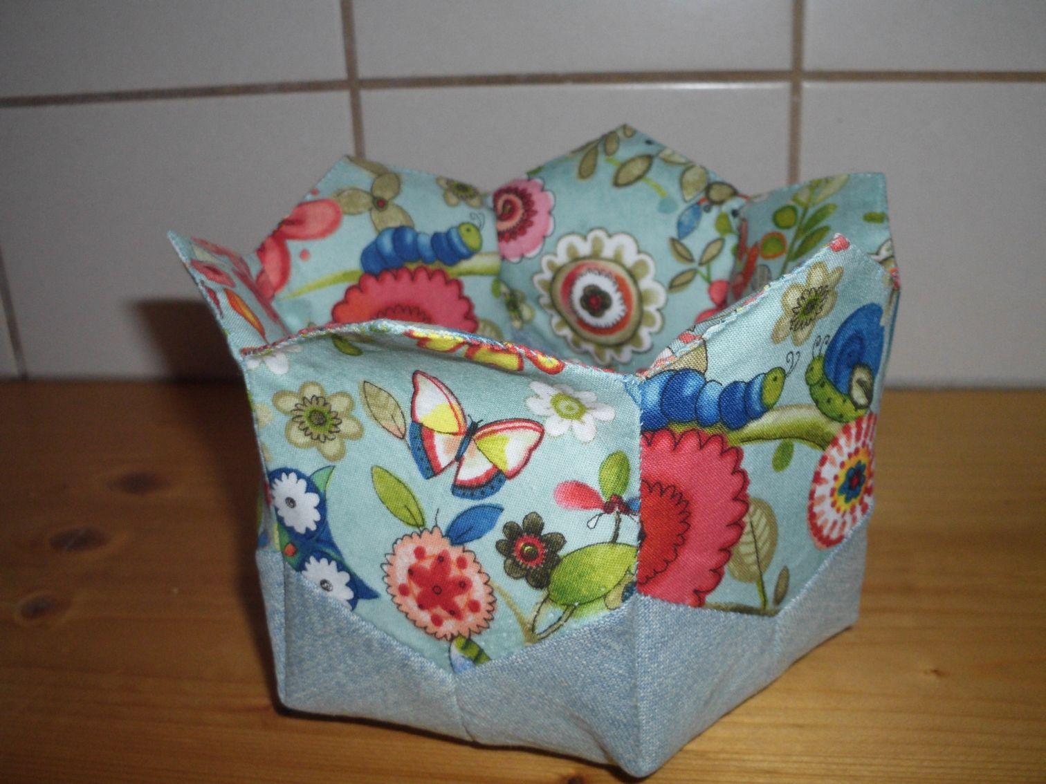 passend zur aufbewahrung f r ohrringe noch ein k rbchen aus hexagons anleitung aus patchwork. Black Bedroom Furniture Sets. Home Design Ideas