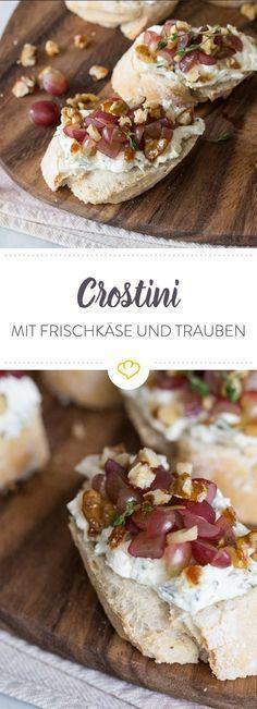 Thymian-Crostini mit Kräuterfrischkäse, Trauben und Walnüssen