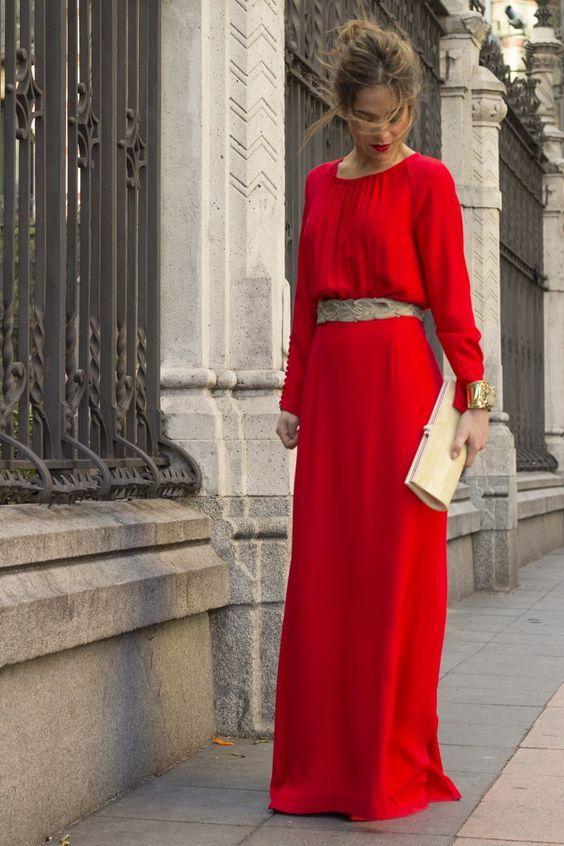 55d4dd720 Vestido largo rojo con cinturón pedrería. Ideal para boda de invierno