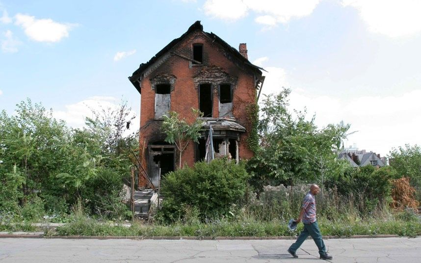 Detroit In Pictures The Urban Decay Of Motor City As It