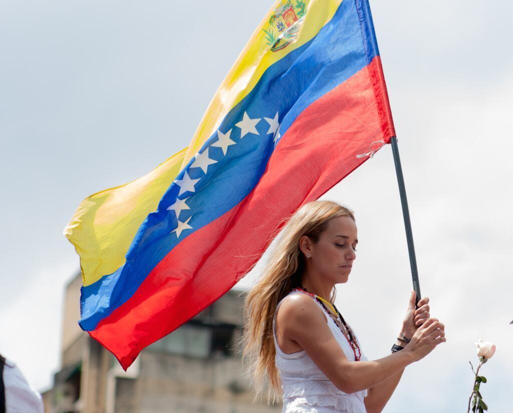 "Lilian Tintori: ""La prisión de Leopoldo ha despertado al pueblo venezolano""  http://sconfir.com/S1rNRi pic.twitter.com/wl7Lr3CgnK"