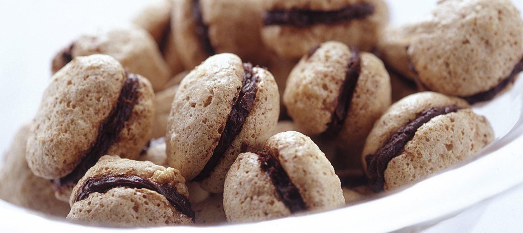 Suklaatäytteiset pähkinämarengit Recipe Ruokainspiksiä