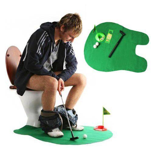 Este mini campo de golf para WC esta hecho para distraerte cuando pasas largo tiempo en el baño sentado en el WC y entrenarte al mismo tiempo.