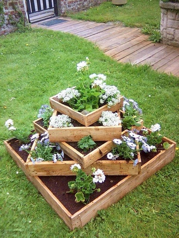 15 diy garden planter ideas using wood pallets tiered for Gardening using pallets