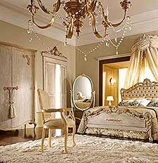 Camera da letto classica e di lusso in stile veneziano e fiorentino ...