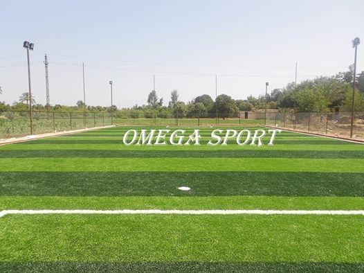 تقدم شركة اوميجا سبورت للنجيل الصناعى واللاند سكيب وجميع المسطحات الخضراء ملعب كرة قدم خماسى 20 40 800م2 نجيل صناعى تركى كثافه 14 Omega Sports Sports Field