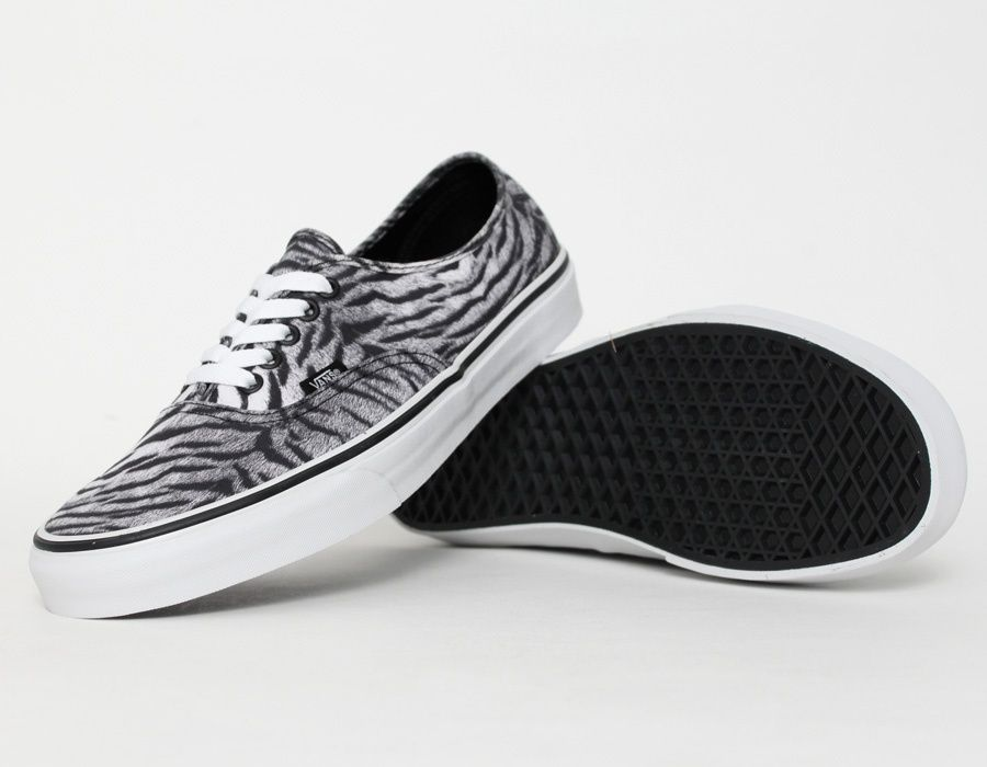 Vans Authentic Tiger Black Estilo De Zapatos Zapatos Estilo Personal