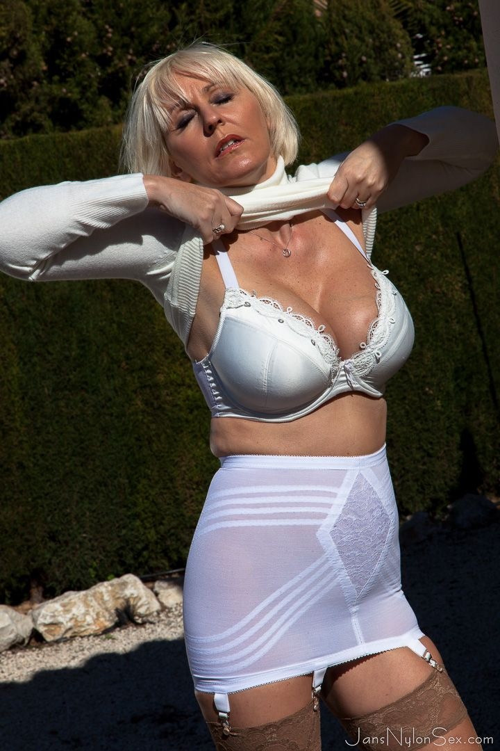 hollis milf women Patrice hollis pictures and videos @ nudereviewscom - real porn reviews of adult websites.
