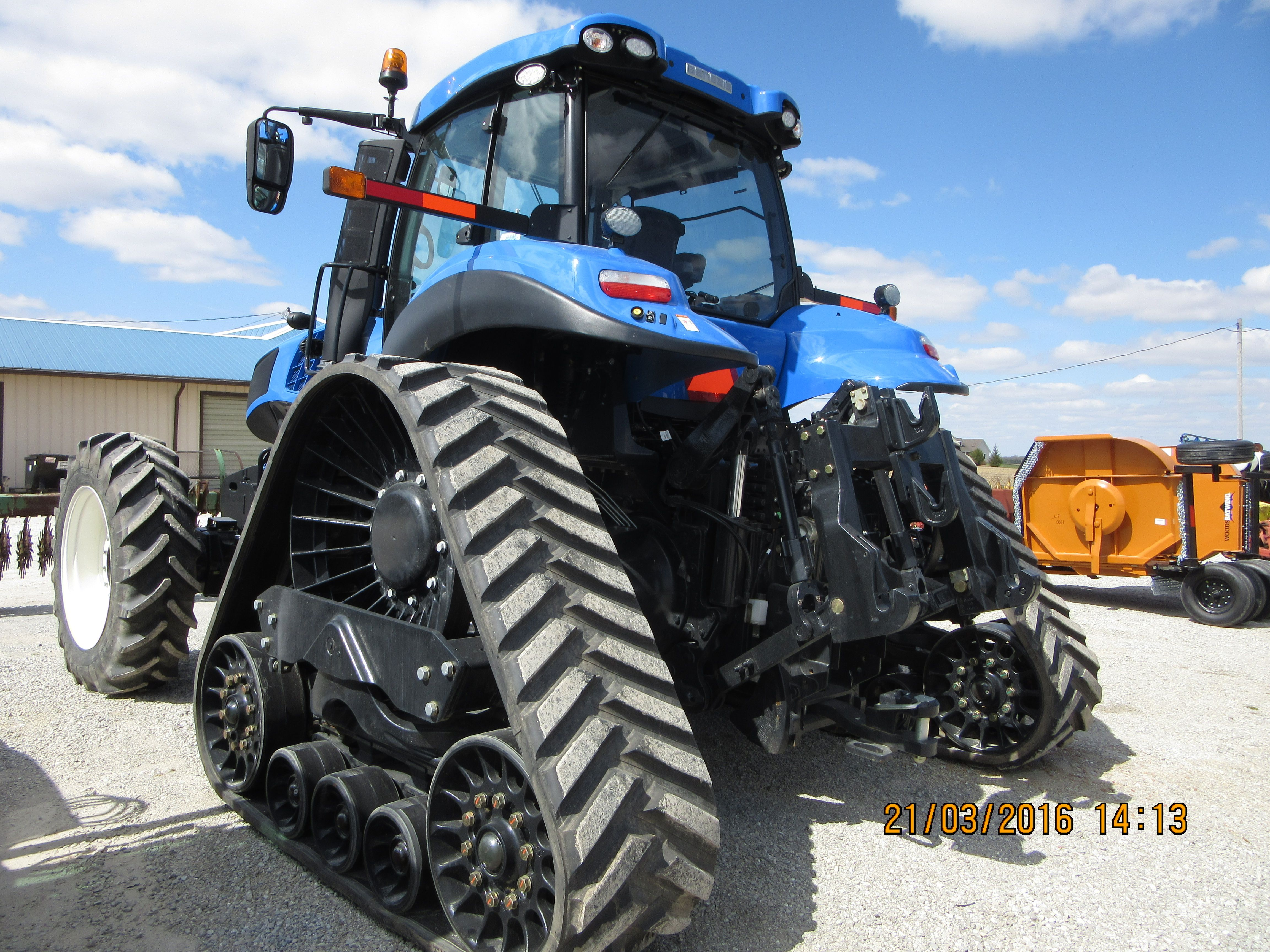 8 best new holland t8 fwd smart track images on pinterest running rear of 290hp new holland t8410 smart trax fandeluxe Gallery