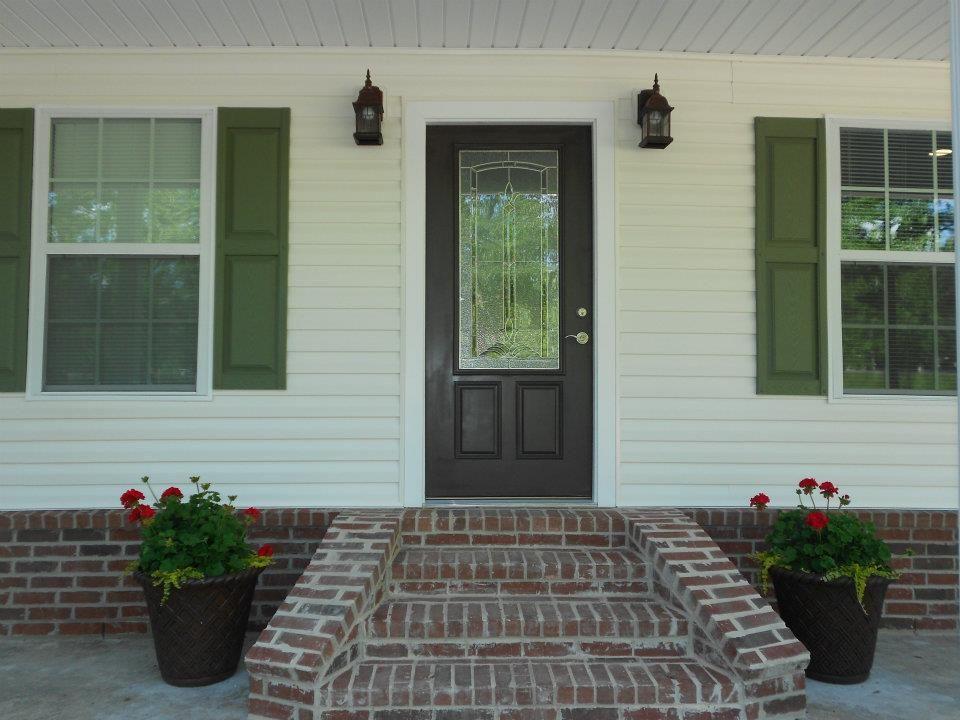 Pin By Rhonda Kirl On Our Happy Home Green Shutters Vinyl Siding House White Vinyl Siding