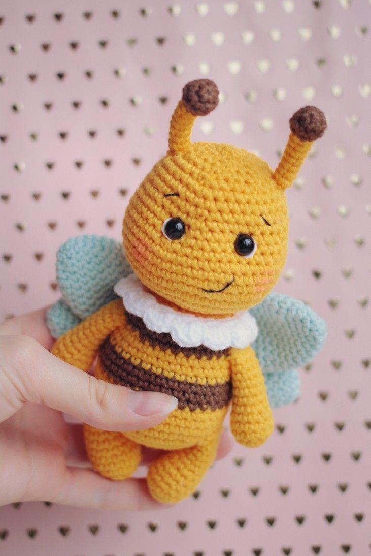 Amigurumi Bumblebee - free crochet pattern & video tutorial ... | 1094x731