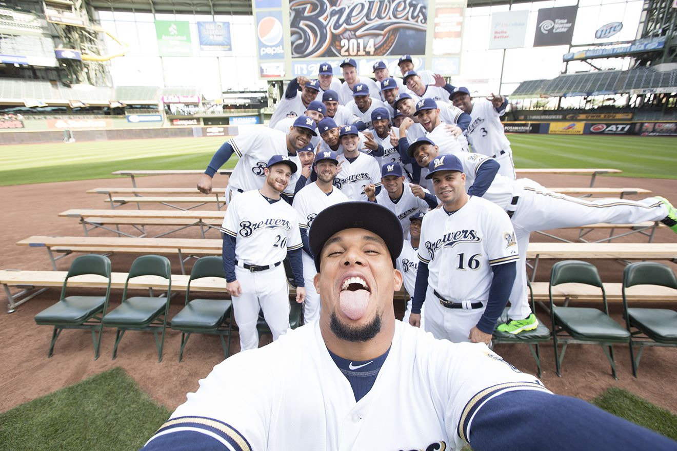 We May Be A Little Biased But We Think This Is The Best Photo Ever Ellentv Find Out How Brewers Team Photo Day Lead Team Photos Brewers Milwaukee Brewers