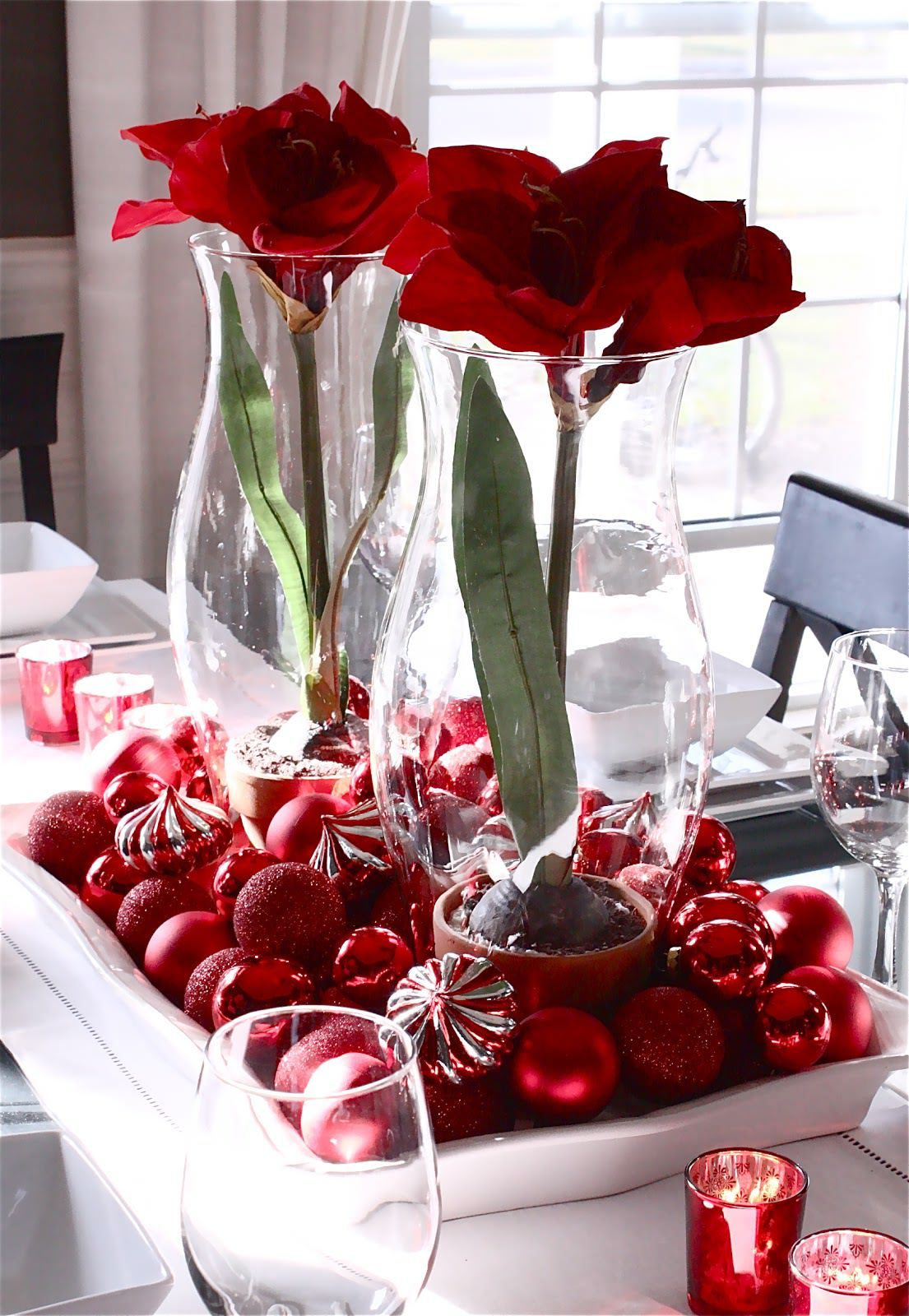 Big Wine Glasses For Centerpieces Bowl Red Glasses Of Candlelights Also Christmas Flower Decorations Christmas Table Decorations Christmas Centerpieces