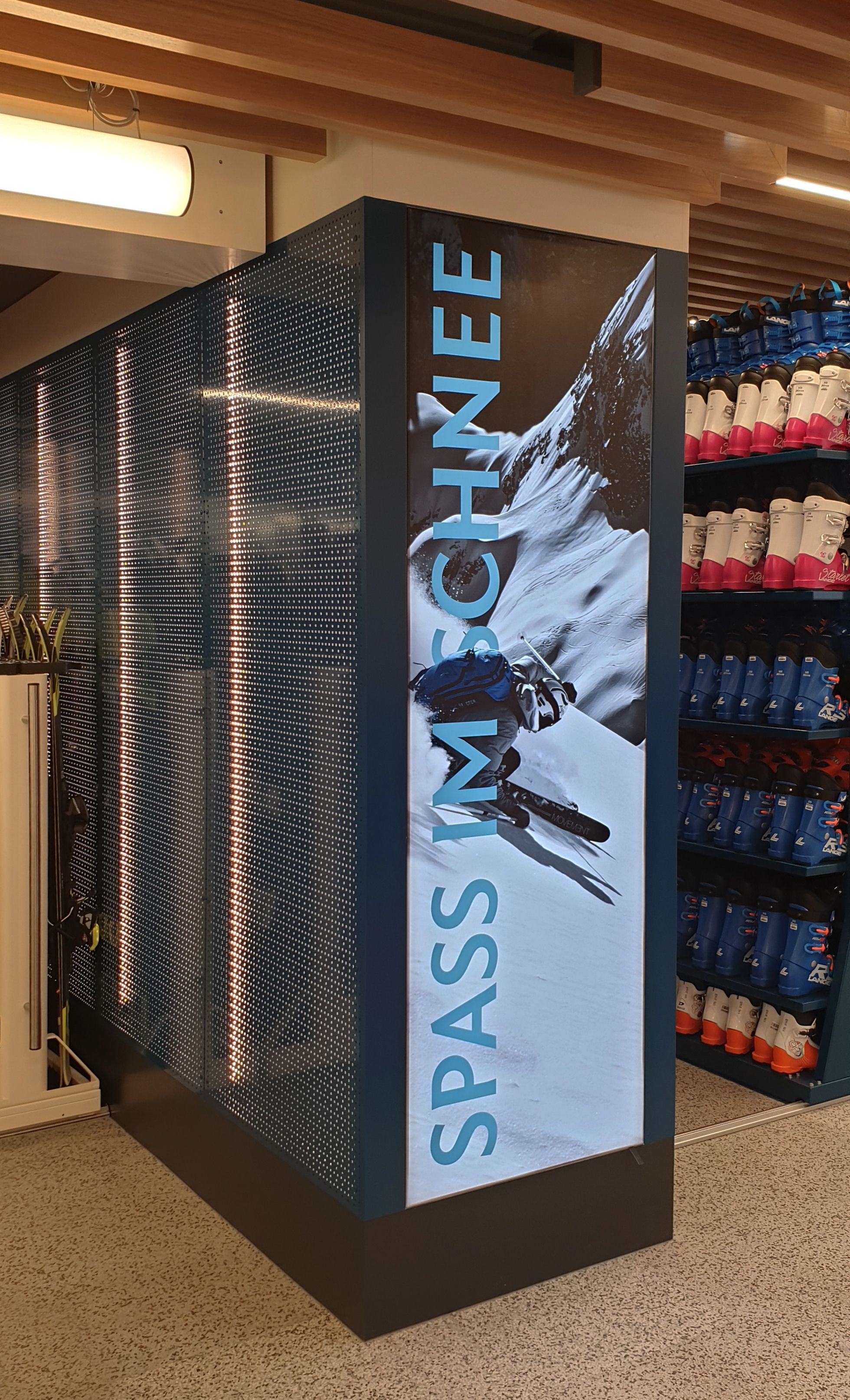 Strolz Rent a Ski Armellini Ladenbau Sportgeschäft
