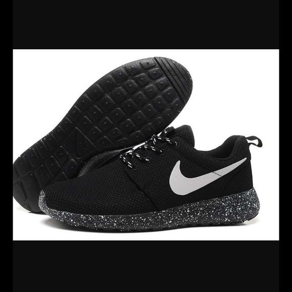 Nike Roshe New Nike Roshe  in size 8.5 women's but runs big so fits a 9        !!!NO TRADES!!!!! Nike Shoes Athletic Shoes