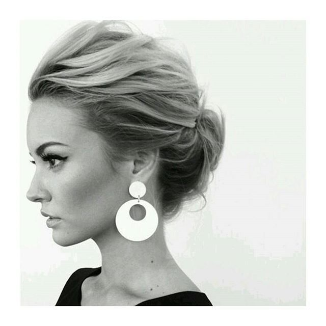 Love This Wispy Up Do Little Bit Messy With Structure And Sixties Style Short Hair BunsBraided Updo