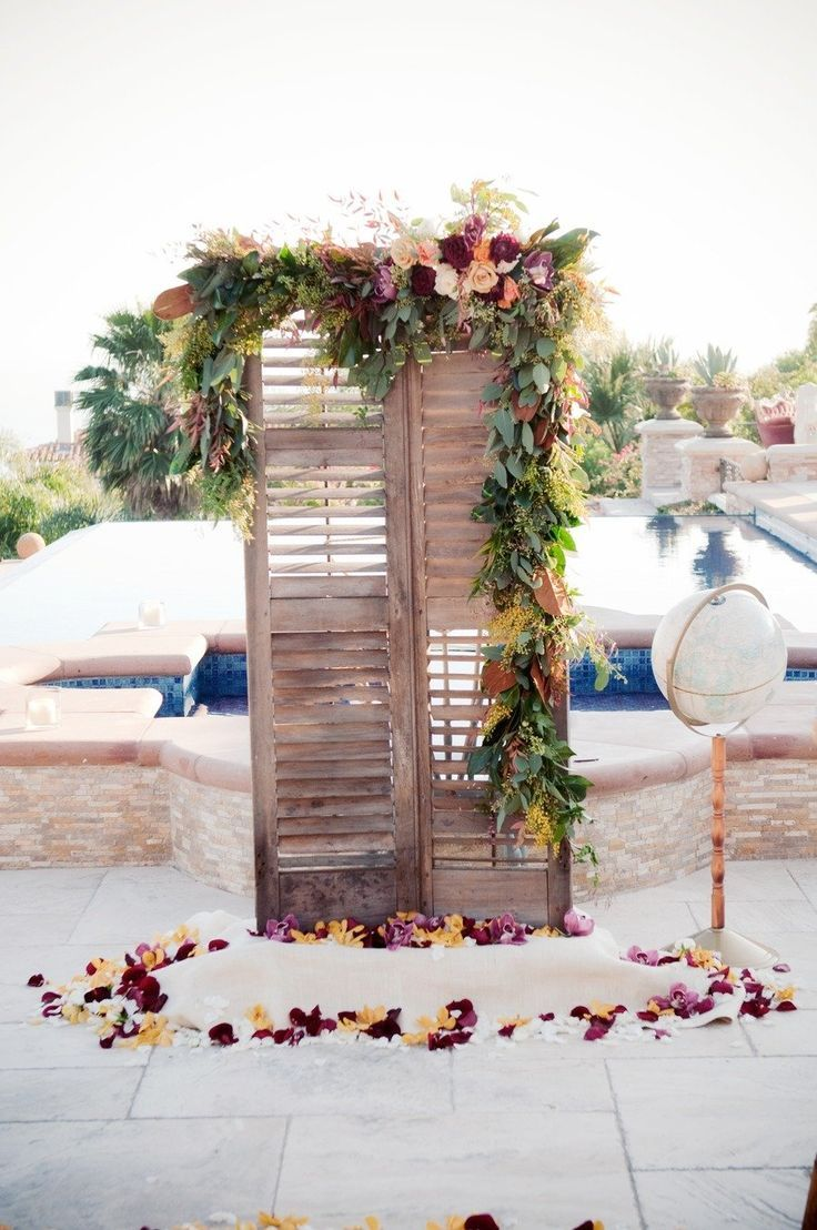 Wedding decoration ideas backdrops   Rustic Old Door Wedding Decor Ideas for Outdoor Country Weddings