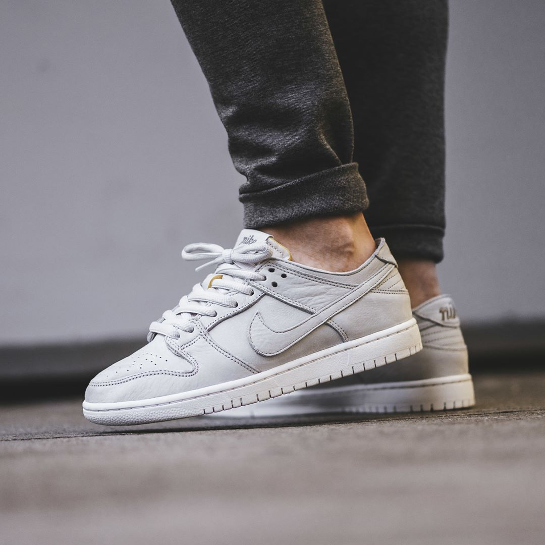 newest 79e57 d0740 Nike SB Zoom Dunk Low Pro Deconstructed Light Bone   Summit White Credit    BSTN