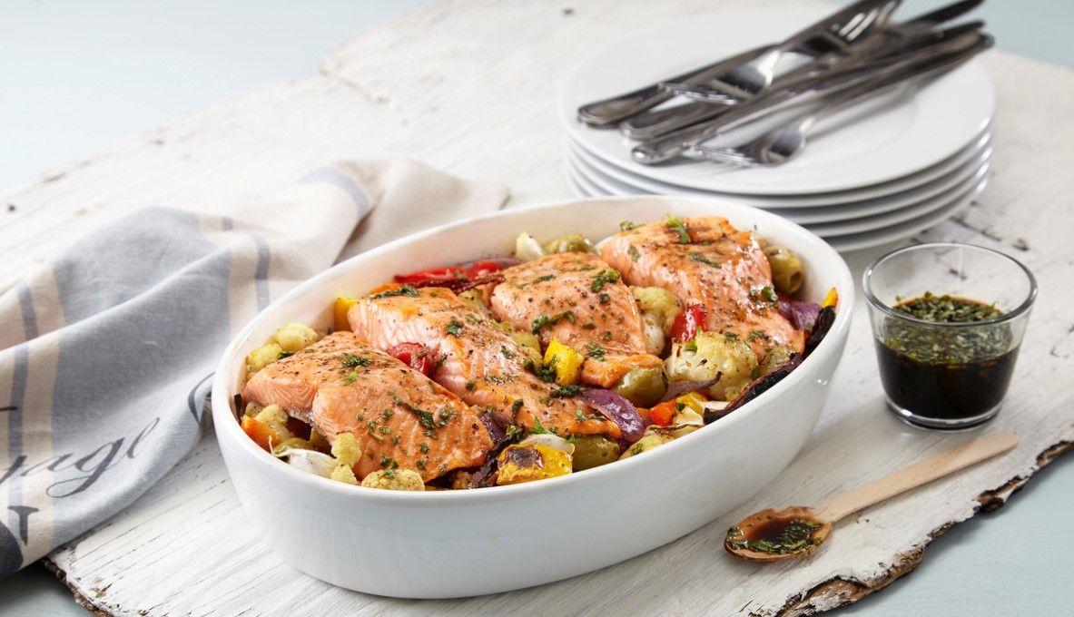 ovnsbakt ørret med hvitløksgrønnsaker  oppskrift  mat