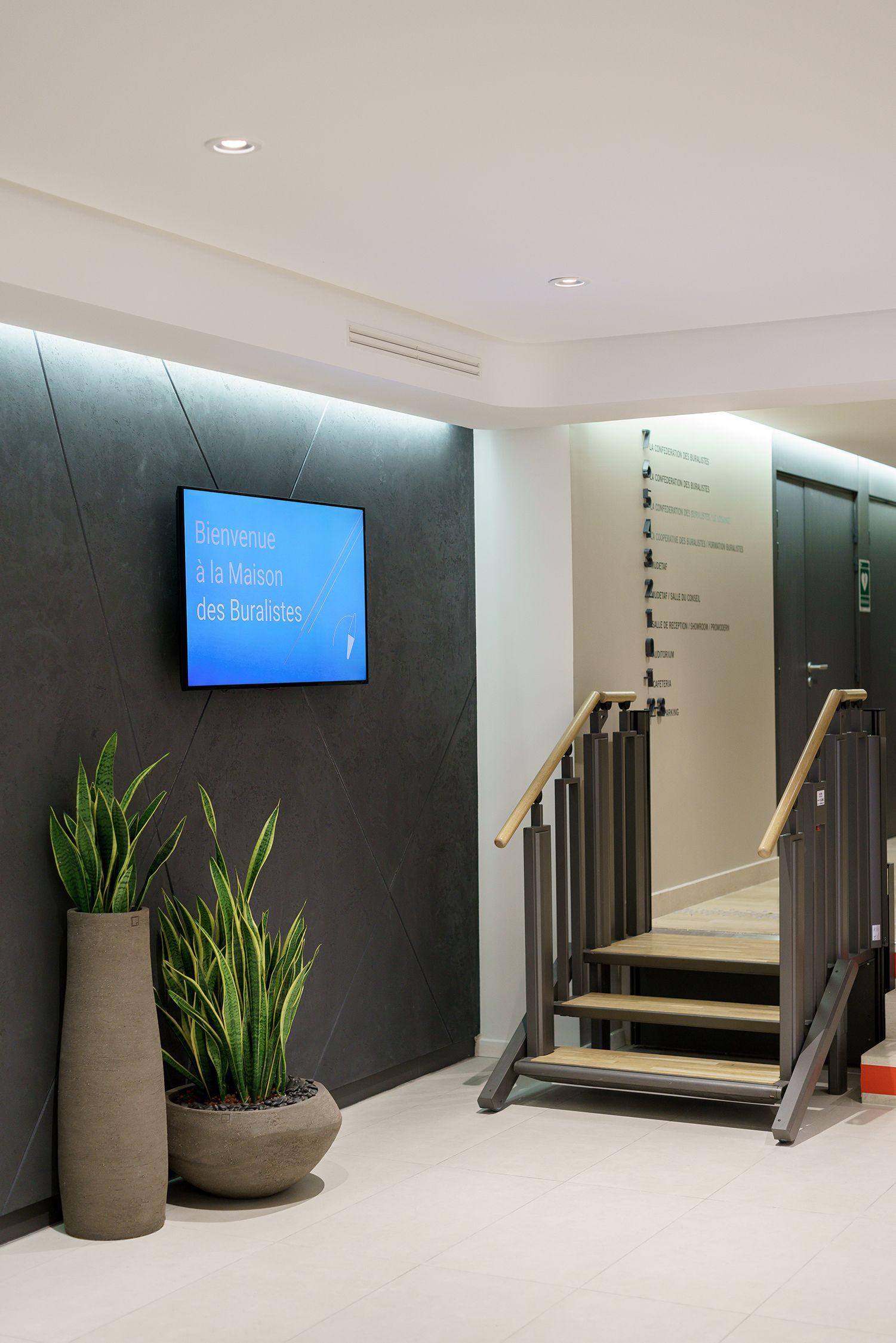 Deco A Tous Les Etages plante #vegetal #escaliers #immeuble #étages #gris
