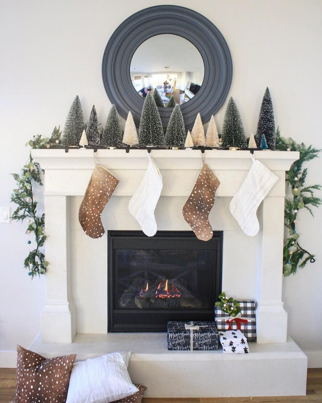 349 Likes 4 Comments House Of Jade Houseofjadeinteriors On Instagram It S The Most Wonderful Time Of The Y Holiday Mantel New Year Decor Deck The Halls