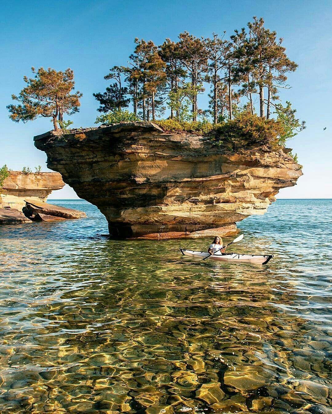 Turnip Rock Port Austin Michigan Usa Paysages Magnifiques Paysage Merveilleux Beau Paysage