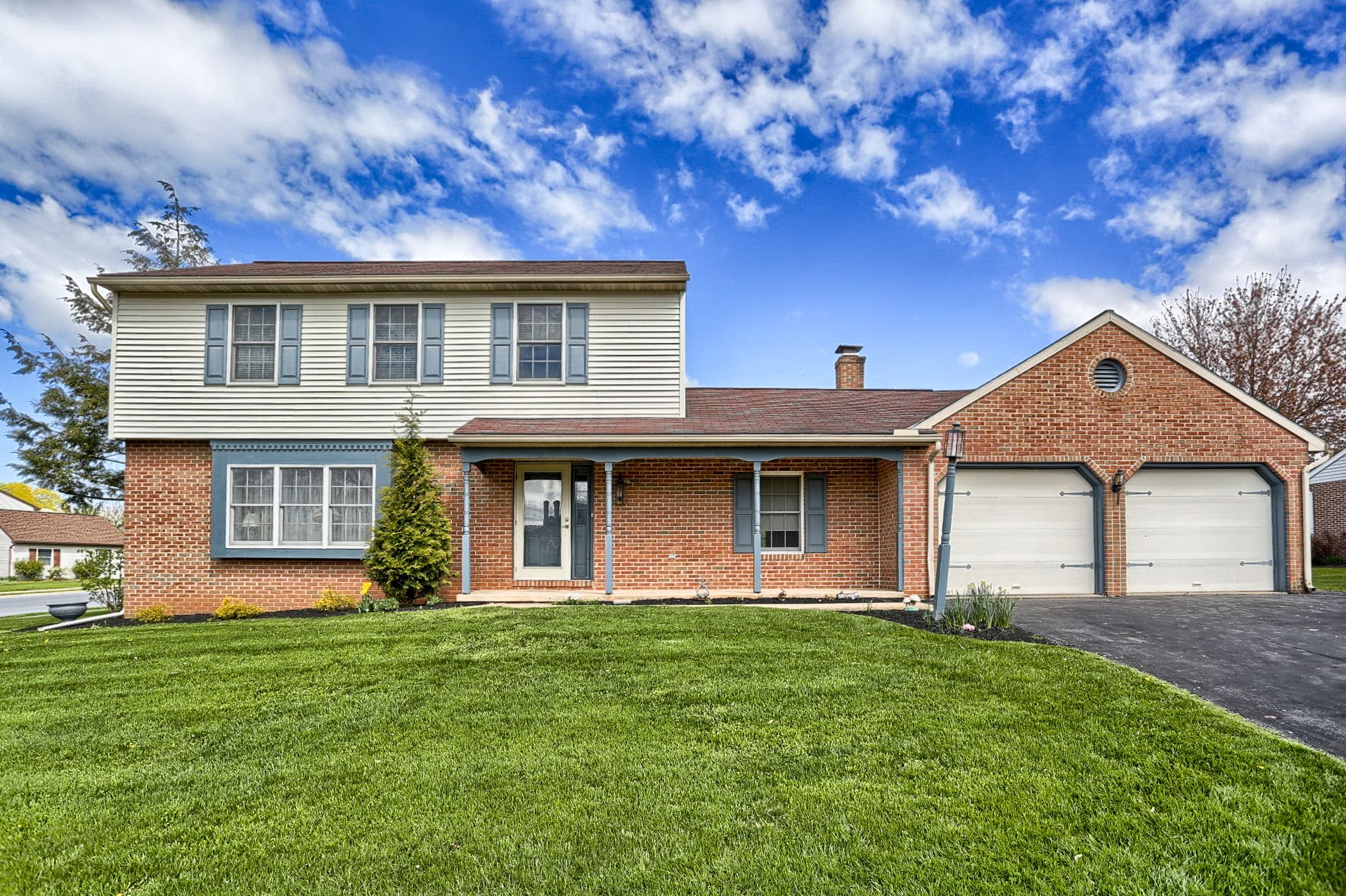 Sold And Settled 2michaellane Denver Pa Cocalicoschooldistrict Homesforsale House Styles Patio Mansions